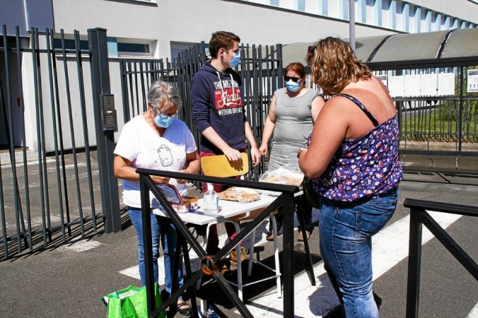 Opération vente de crêpes pour le Mondial Folk